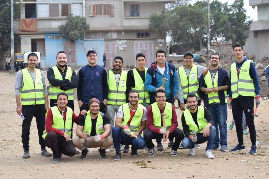 100 متطوع